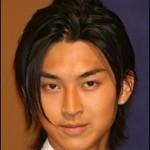 松田翔太のピアスのブランドや画像は?両耳?兄の名前は?妹がケガ?